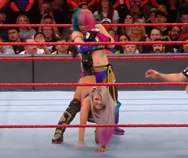 WWE アスカアンクルホールド