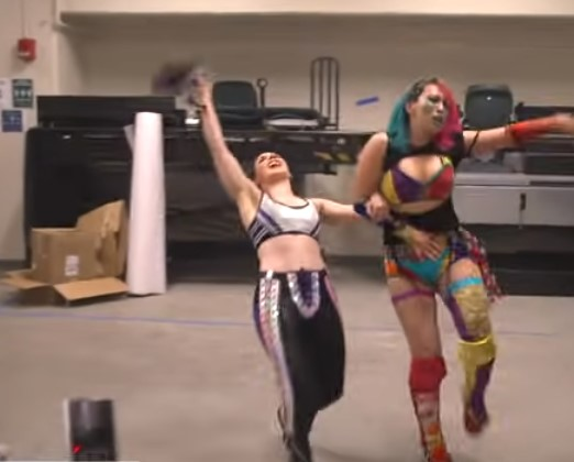WWEアスカ&ニッキー・クロス