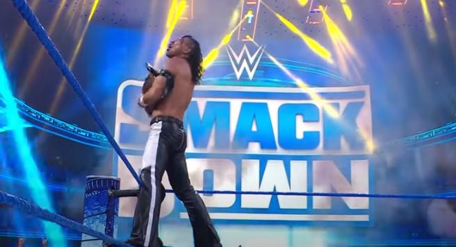 WWE中邑真輔ベルトを奪取