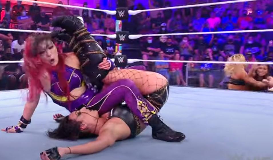 WWE NXT 2.0紫雷イオとゾーイ・スタークス